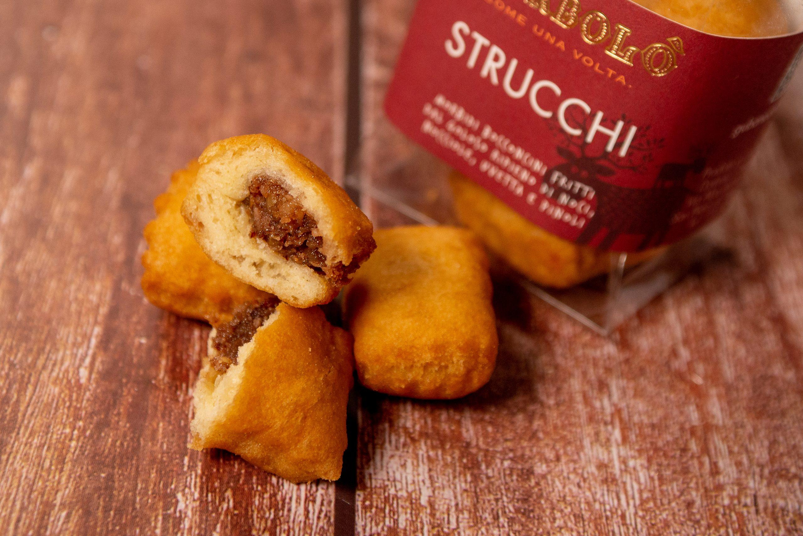 Strucchi dolce tipico friulanoa. base di pasta lievitata e frutta secca
